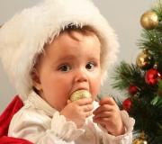 Que met-on sous le sapin pour le premier Noël de Bébé?