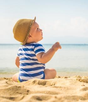 7 conseils simples pour protéger son enfant du soleil