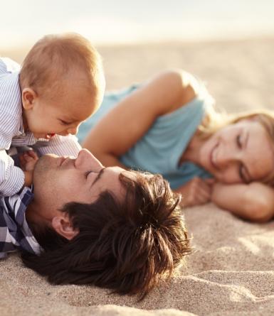 Des astuces pour voyager sereinement avec un bébé