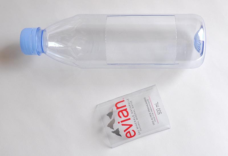 Diy un bateau partir d 39 une bouteille d 39 evian cr ez avec votre enfant nos diy - Enlever de la colle sur du plastique ...