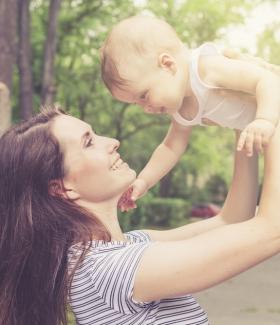 Comment se faire aimer par la nounou de votre enfant?